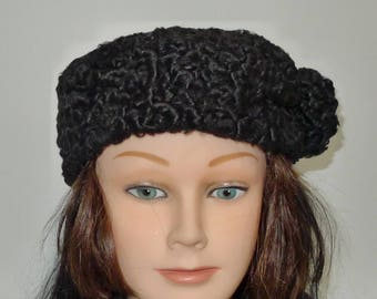 Beautiful vintage  black Persian lamb  fur hat  - in very good  condition.  S