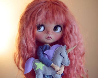 Gigi •Ooak Blythe doll fake base• mohair weft hair with trimmed bangs