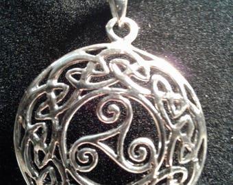 Sterling silver Celtic knot pendant (4)