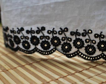 1.7 metres x 7cm Broderie anglaise lace black and white cotton REF 1303