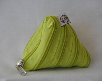 Foure-tout ou porte-monnaie en fermeture éclair vert pomme