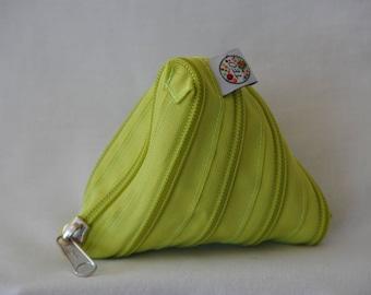Apple Foure - all or green zipper purse