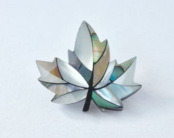Maple leaf brooch. Maple leaf. Mother of pearl brooch. Vintage brooch. Vintage jewellery. Vintage jewelry. Vintage abalone. MOP. Canada.