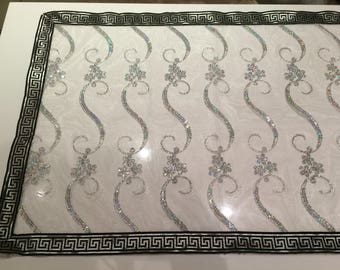 Table runner lace rectangle with black outline
