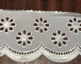 Lace Eyelet embroiderie 6 cm width