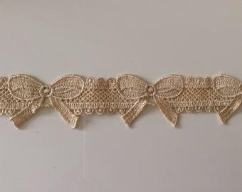Guipure lace form node 4 cm wide