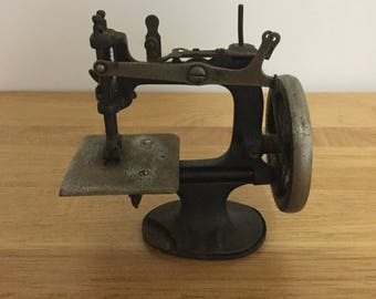 Children's Vintage Sewing Machine