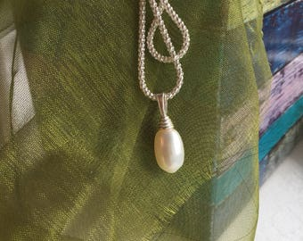 Oval Freshwater Cultured Pearl pendant