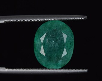 Top Grade Green Emerald 3.90 Carat. Oval Cut Loose Gemstone Natural Colombian Green Emerald - Beautiful, Smooth, jewelry Making Gem C-3028