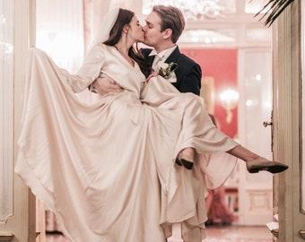 WEDDINGDRESS/NUDE/SILK/ satin/bridal/chanel style/nordic/sposa bella/weddinggown/scandinavian look/pink/light pink/nude/wrapdress/longsleeve