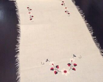 Vintage Table Runner / Satin stitched linen