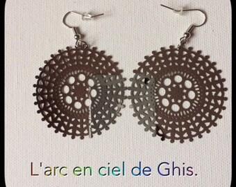 Earrings lace prints.
