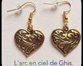 Earrings hearts prints.