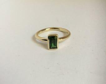 14k yellow gold Ring with Tsvorite garnet.
