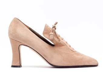 Vintage Shoes • Lace Up Pumps • Oxford Loafer High Heel Pumps • Beige Brown Suede Heels • 90's Vintage Shoes • Made in Italy • Size 7.5