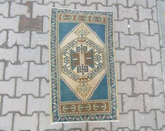 2x3.3 Ft Vintage handknotted mini Oushak rug