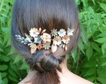 Played vintage-inspired wedding, with porcelain flowers cold in metallic tones, invited headdress, headdress flowers