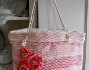 Handbag made of cotton weaving. This purse is pink and the rope straps. This purse is fully lined.