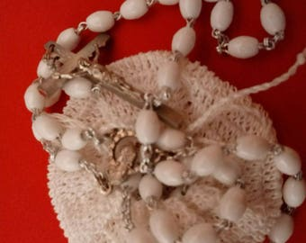 Rosario d'epoca in colore argento e resina bianca , in metallo bianco Rosario, rosari vintage , uncinetto , crocifisso, Rosario cattolico,