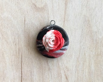 Alice in Wonderland Paint the Roses Red Nacklace Charm Pendant White