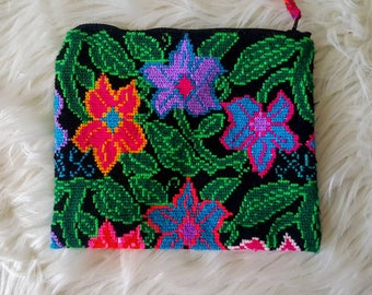 SALE Vintage embroidery stash bag. Zipper pouch