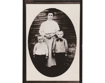 """RPPC PEOPLE: """"Family Resemblance"""" - Vintage Real Photo Postcard of a Mother and Two Sons"""