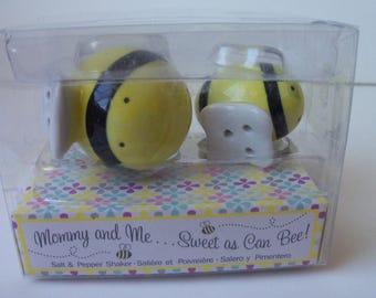 Bees salt/pepper porcelain shakers in original box (#EV161)