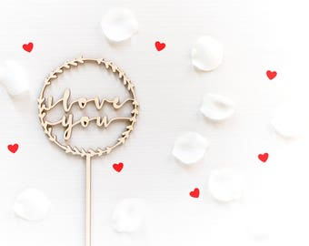 "Cake topper ""I love you"" on Garland"