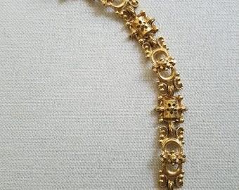This FLORENZA signed gold tone vintage link bracelet