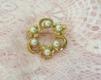 Small Pearl Brooch, Pearl And Gold Brooch, Vintage Brooch, Pearl Pin, Pearl Jewelry, Gold Jewelry