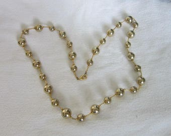 Vintage Retro Gold Tone Ball & Link Necklace