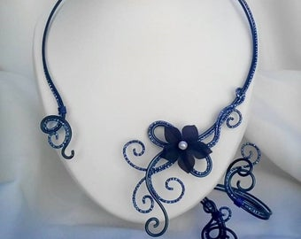 Necklace / bracelet in ocean blue aluminum wire