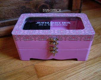Retro pink jewelry box