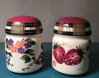 Oneida salt and pepper shakers