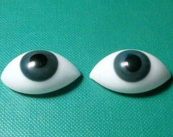 pair of glass eyes, grey/lensshape/17 x 9 mm/vintage/antique/1930s/Lauscha/Germany