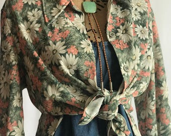 VTG 1970s Flower Power Top/ Daisy Print/ Button Front/ Oversized Fit/ Spread Collar/ Wide Sleeves