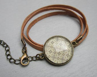 Leather with cabochon bracelet