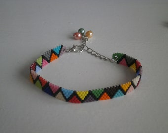Woven bracelet in miyuki beads.