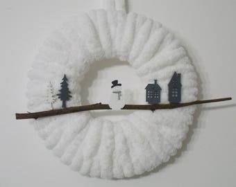 Christmas Wreath made of wool and wooden figures