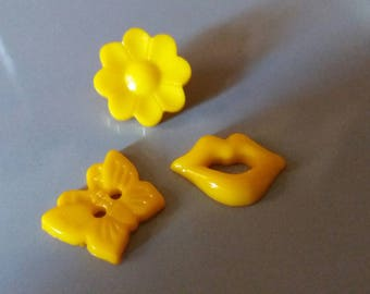 set of 3 yellow buttons, sewing, scrapbooking