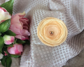 7 cm with beads beige/peach chiffon flower