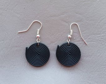Roll of licorice Black 2 cm resin shape earrings