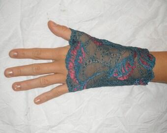 Lace fingerless gloves petrol blue, dark pink pattern