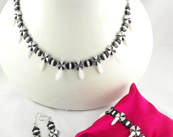"""""""TINA"""" set made with glass black/white/Silver/Daggers Puca beads"""