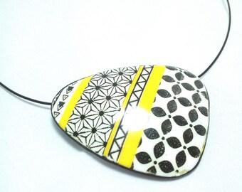 Choker polymer (fimo type) yellow and white - Moiko silkscreen screen print. Handmade in France