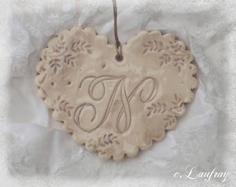 Heart made of earthenware with Scalloped edges, weathered print lace, beige and letter ' feel