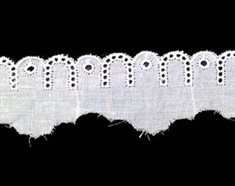 Lace - White Broderie anglaise width 2.5 to 3.5 cm