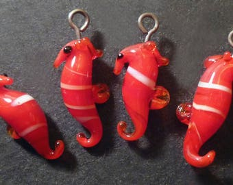 4 pendant 18 x 6 mm seahorse shaped glass