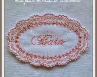 Embroidered Medallion bath pink