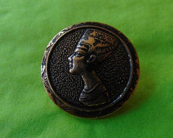 Gold button with Egyptian goddess head